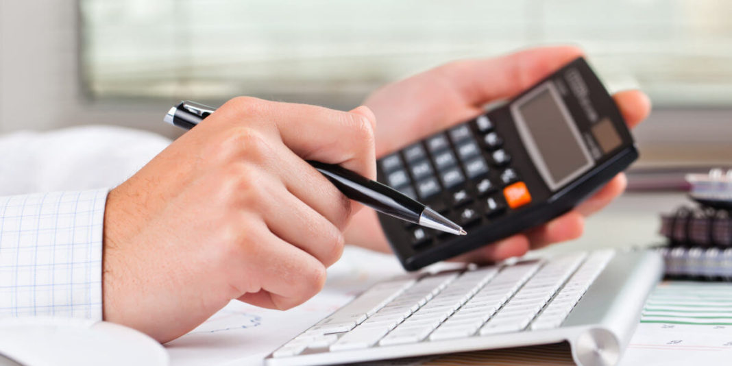 Сколько налогов платит ИП за себя и сотрудников