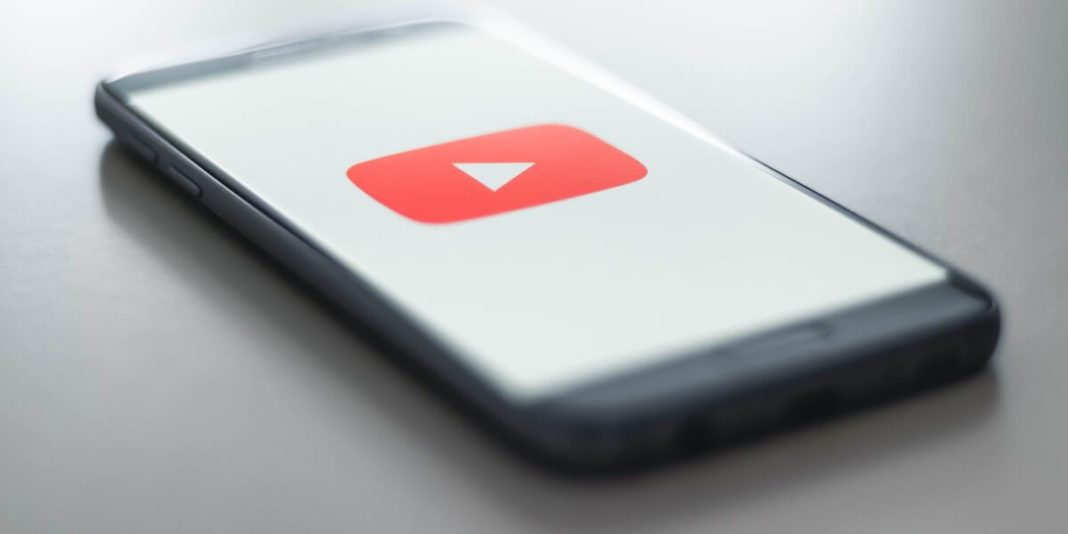 YouTube разрешит размещать рекламу в середине коротких видео