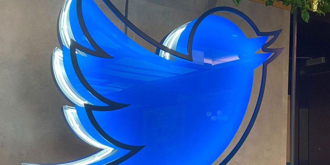 Роскомнадзор пригрозил заблокировать Twitter на территории РФ, если соцсеть не устранит нарушения российского законодательства